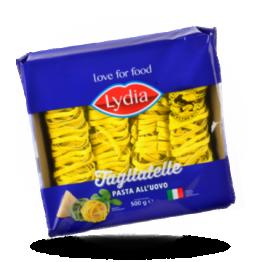 Gele tagliatelle Italiaanse pasta met ei